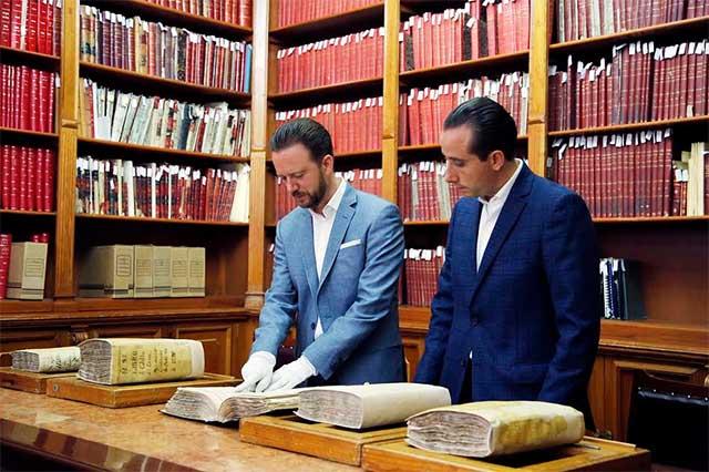 Ayuntamiento de Puebla restauró cinco libros del Archivo Municipal