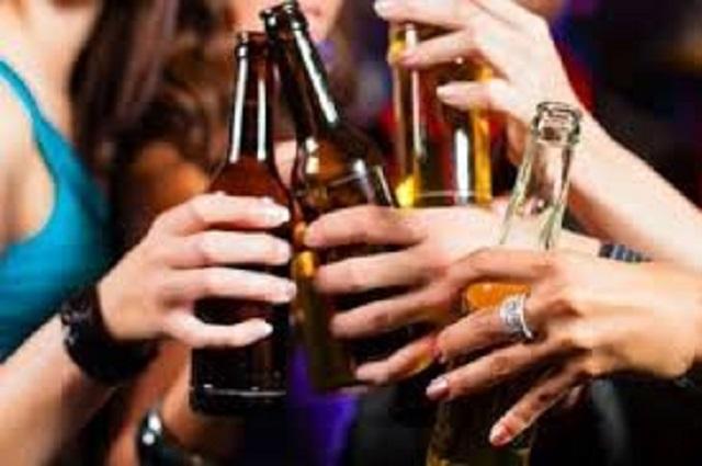 En Atlixco revisan posible venta de alcohol adulterado