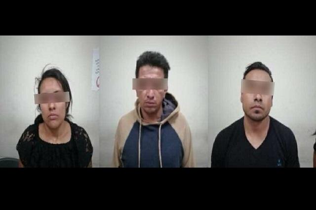 Vinculan a proceso 3 personas por andar en coche robado