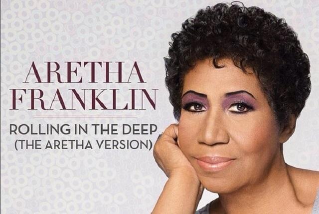 Con ataúd abierto, fans dan su último adiós a Aretha Franklin