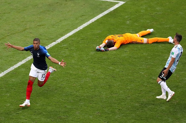 Kylian Mbappé le gana a Messi y Francia elimina a Argentina 4-3