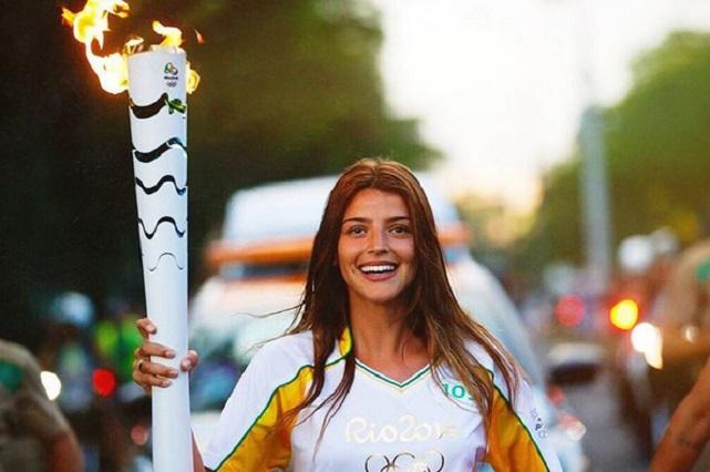 Deportistas argentinos critican que artista llevara la llama olímpica