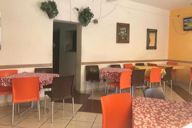 Armados asaltan a comensales de restaurante en Puebla