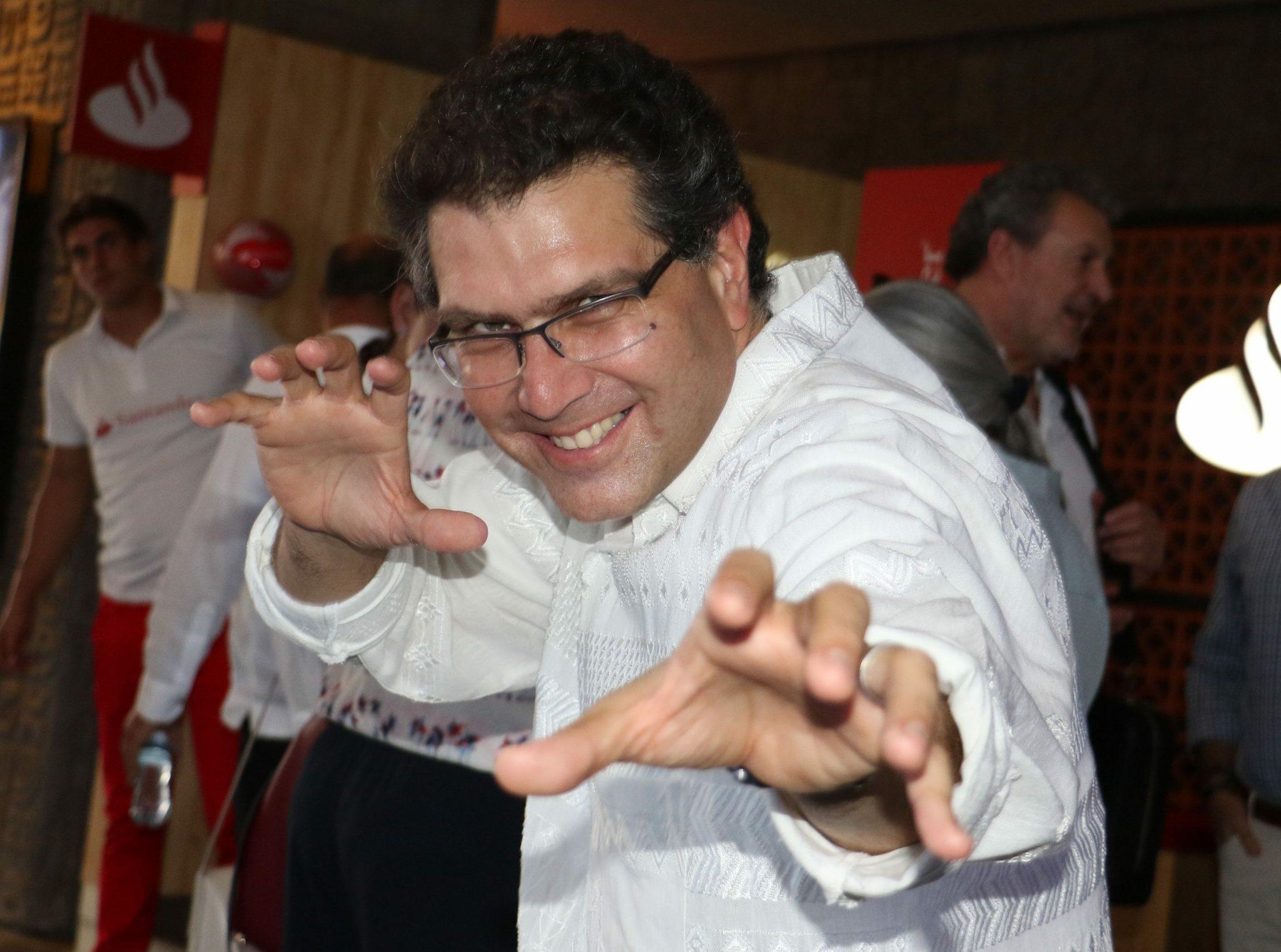Armando Ríos Piter gana amparo para adquirir semillas de marihuana
