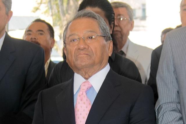 Carlos Cuevas asegura que Armando Manzanero no está intubado
