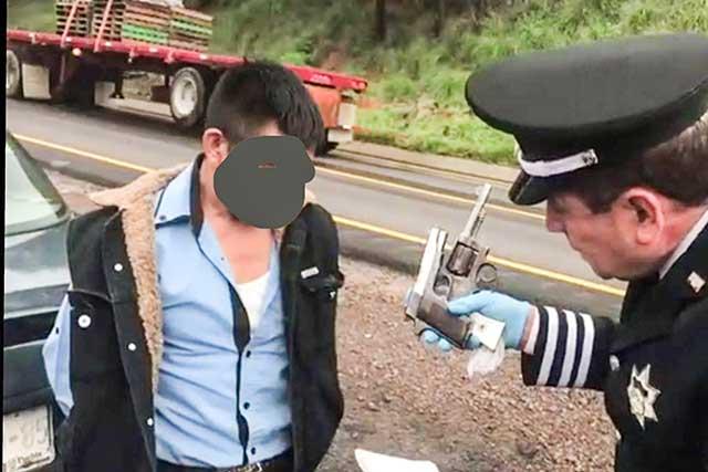 PF detiene en Esperanza a sujeto con dos armas de fuego