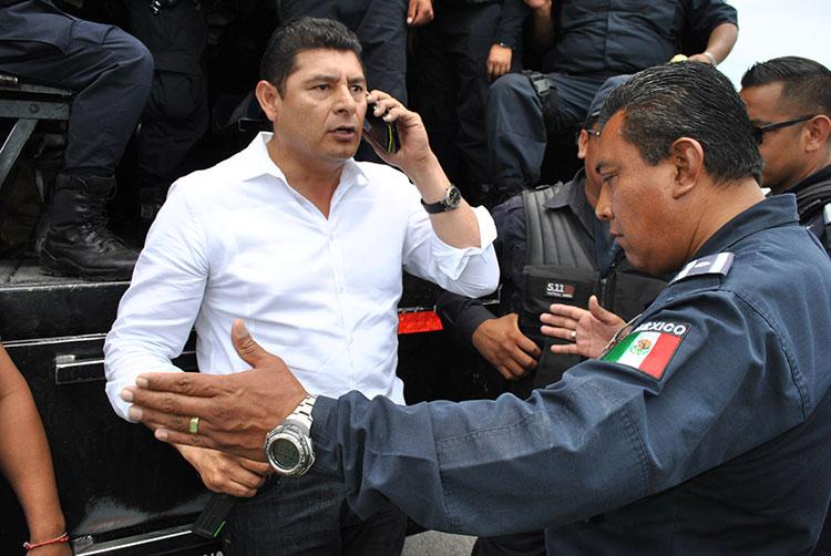 Denuncia Armenta agresión de Policía Estatal durante retén