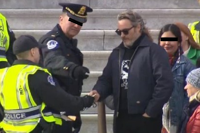 Joaquin Phoenix fue detenido por protestar en Washington D.C.