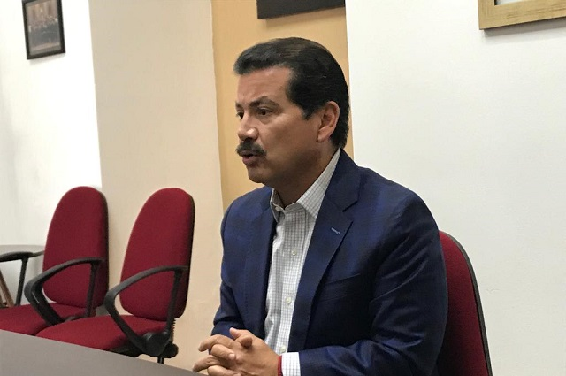 Alberto Arriaga expone su postura sobre cabildazo de regidores