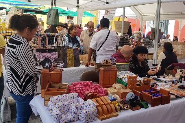 Fonart adquiere artesanías de poblanos por 2 mdp