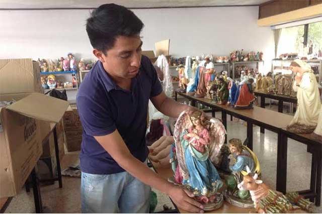 Artesanos poblanos elaboran tres millones de figuras para Navidad