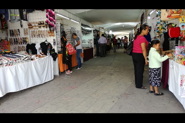 Aseguran lugar a artesanos en Festival del Mole de Caderas en Tehuacán
