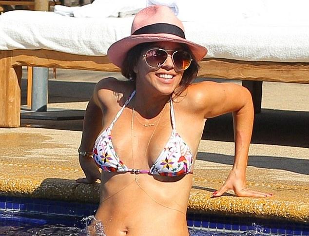 Hermana de Kim Kardashian fue grabada jugando desnuda en una piscina