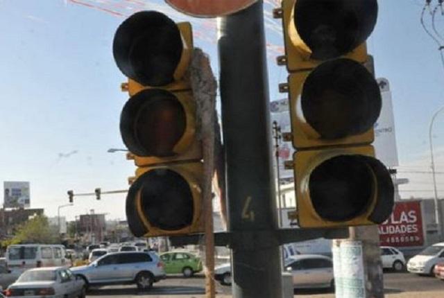 Atiende comuna de Puebla hasta 11 semáforos descompuestos por día