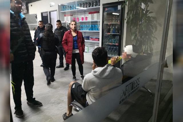 Asaltan gimnasio en Reforma Sur y golpean a cliente