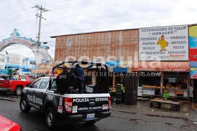 A balazos asaltan pollería en la Central de Abasto de Puebla