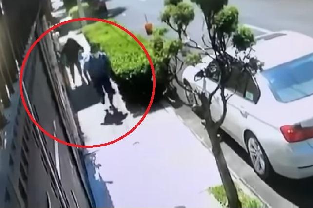 Video: Mujer se defiende y asaltante huye con manos vacías