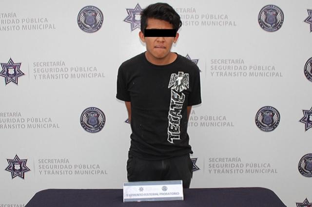 Policía municipal de Puebla detienen a asaltante de transeúntes