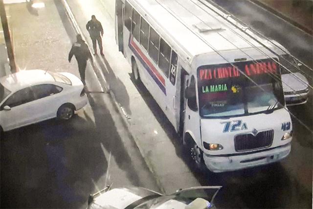 En un par de horas caen 5 asaltantes de transporte público en Puebla