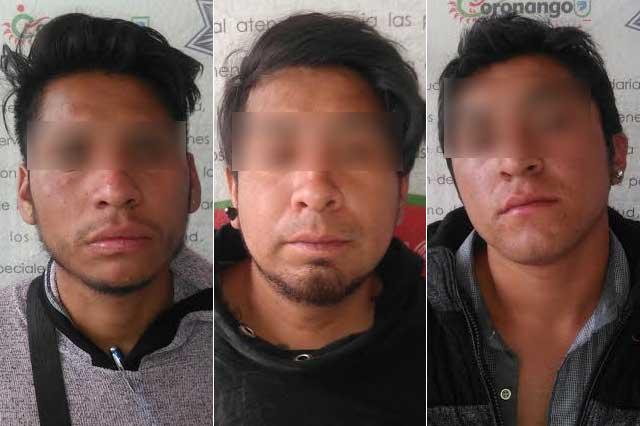 Detienen a tres delincuentes que habían robado su unidad a un taxista