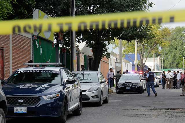 Asesinan a encargada y mesero de bar en Huexotitla
