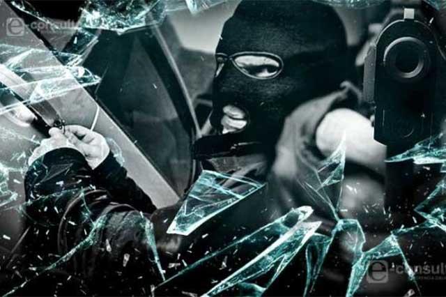 Ladrones asaltan dulcería y logran escapar de persecución