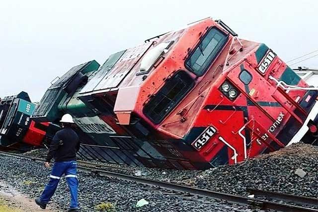 Delincuentes descarrilan un tren en Querétaro para robarlo