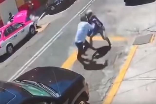 Con todo y escolta policiaca, 3 ladrones asaltan a un cuentahabiente