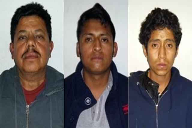 Detienen en la 46 poniente a 3 hombres por robo de taxis con violencia