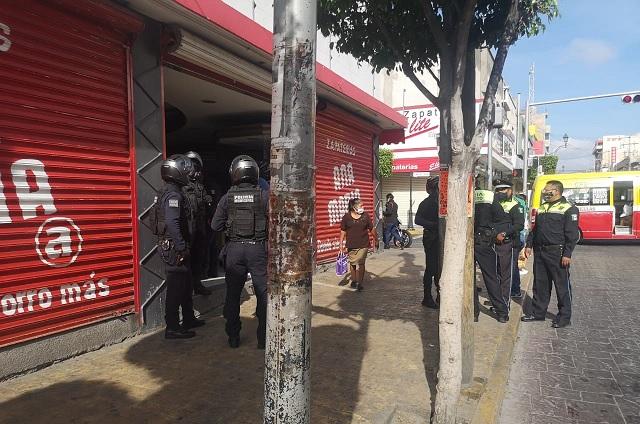 Agente de tránsito frustra asalto a zapatería de Tehuacán