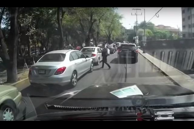 Captan en video asalto a automovilista en Tepepan