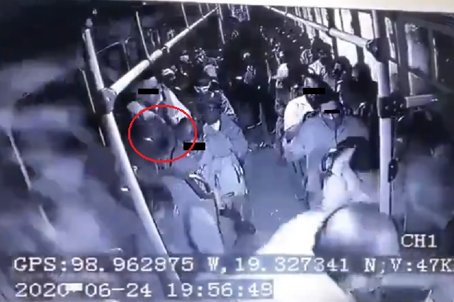 Video: Se desata balacera en camión de pasajeros en intento de asalto