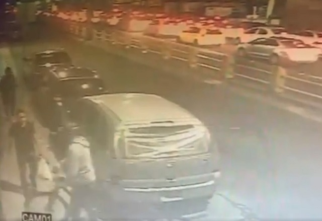 Captan asalto en el que ladrones le disparan a un hombre en la cabeza