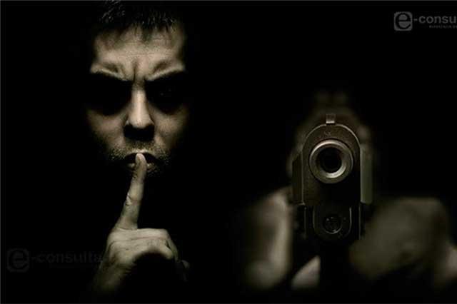 Dos hombres armados se llevan 33 mil pesos de una farmacia
