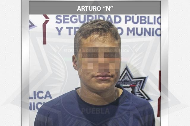 Policía municipal de Puebla detiene a hombre armado en la CAPU