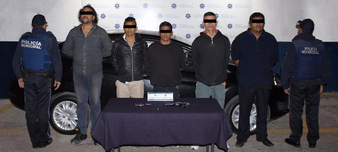 Detiene policía municipal de Puebla a 5 personas por posesión de arma
