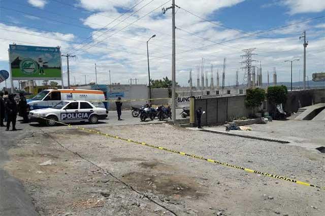 A balazos asesinan a joven en autolavado de Tecamachalco