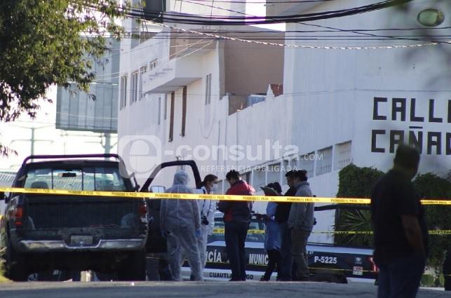 Acribillan a un hombre dentro de camioneta en Cuautlancingo