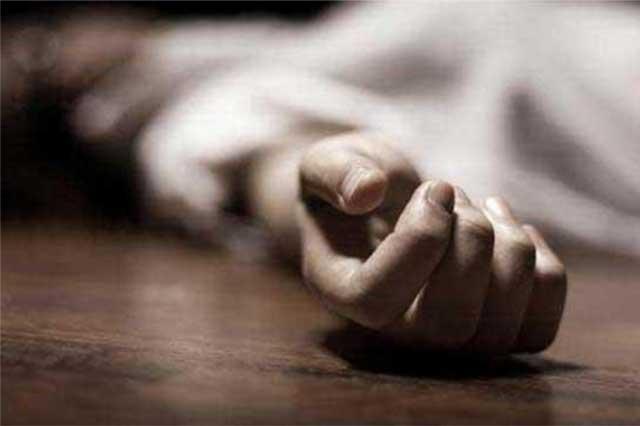 Muere mujer policía al caer de la batea de una patrulla