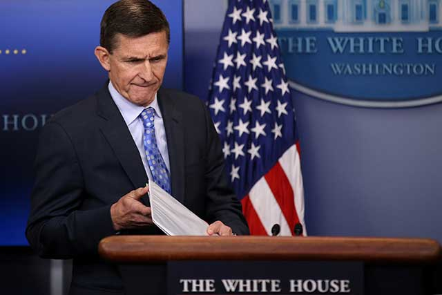 Ex asesor de Trump acepta que mintió sobre sus contactos con Rusia