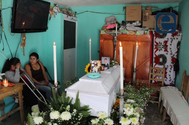 Familia pide justicia por joven asesinado en Totimehuacán