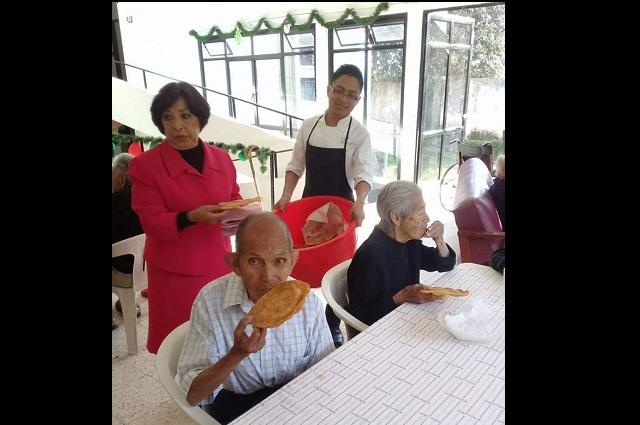 Escasean pañales para 26 abuelitos en asilo de Teziutlán