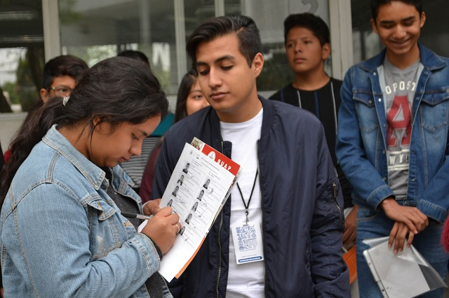 Realizan 15 mil aspirantes examen para nivel medio superior en la BUAP