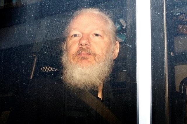 Detienen al cofundador de Wikileaks; lo acusan de conspiración y espionaje