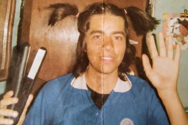 Diputado de Morena revela que con su beca compró una plancha para el pelo