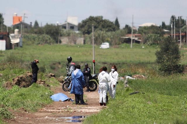 Atado de pies y manos hallan cadáver en Coronango