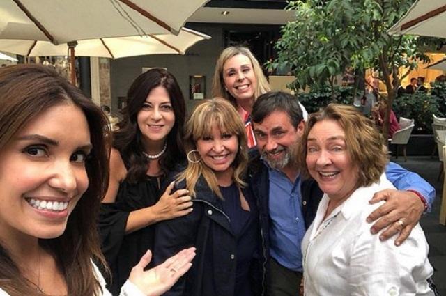 Llaman traidora a Atala Sarmiento por tomarse foto con gente de Televisa
