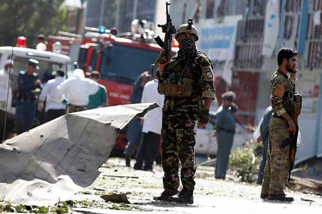 Ataque talibán a base militar afgana deja un saldo de 26 soldados muertos