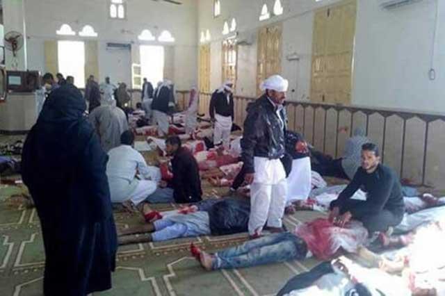 Ataque terrorista en mezquita de Egipto deja un saldo de 235 muertos