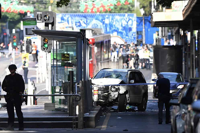 Un sujeto ataca a la multitud con una camioneta en Australia y deja 15 heridos
